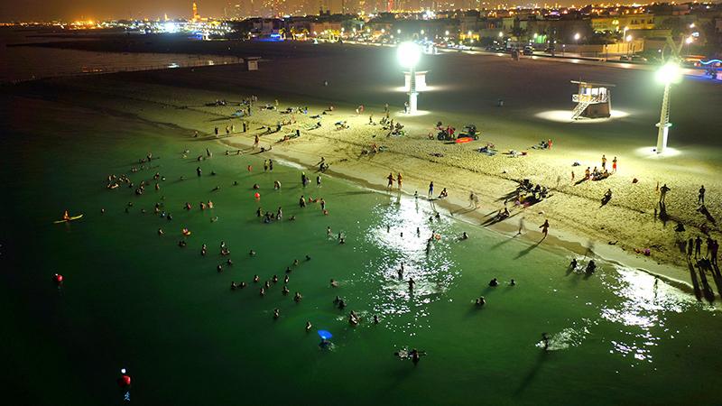 trecho da praia onde é possível nadar até meia-noite)