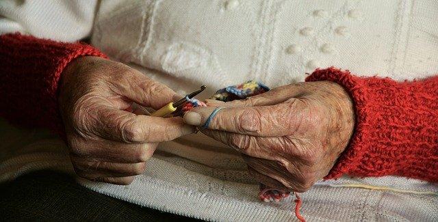 como ajudar as pessoas - fazendo crochet